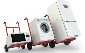Dùng xe đẩy loại nhỏ khi vận chuyển nhà trong ngõ nhà