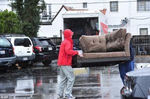 Chuyển nhà vào ngày mưa nghĩa là được lộc, có lộc làm ăn, vượng đường con cái.