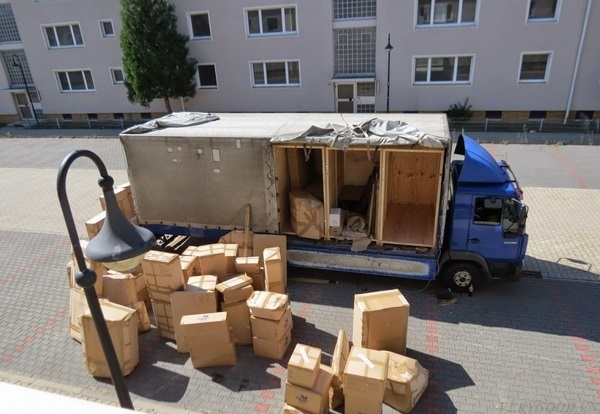 Sử dụng thùng carton để đựng đồ đạc